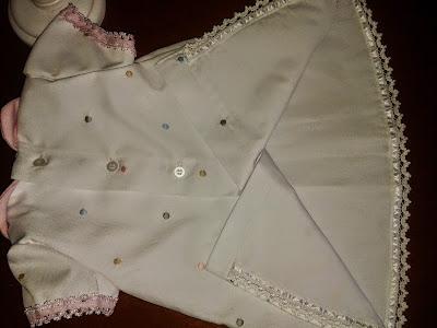 http://www.patronycostura.com/2015/02/vestido-nina-con-jaretas-cuello-bebe-y.html