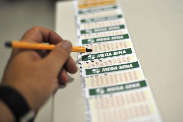 Mega-Sena acumula e deve pagar prêmio de R$ 17 milhões nesta quinta