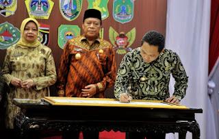 Bupati Thoriq Tandatangani Komitmen Anti Korupsi