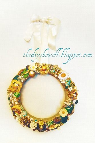 brooch wreath