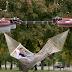 Η απόλυτη χαλάρωση στις διακοπές: Η ιπτάμενη αιώρα που κινείται με drones (video)