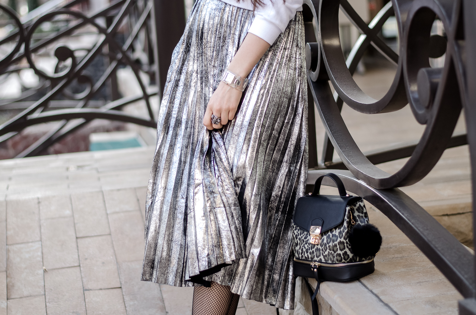 fashion-blogger-diyorasnotes-pleated-metallic-skirt-romwe-sweatshirt-asos-white-sneakers
