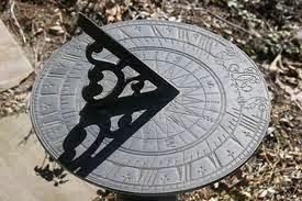 الساعة الشمسية التي استخدمها العرب قديما