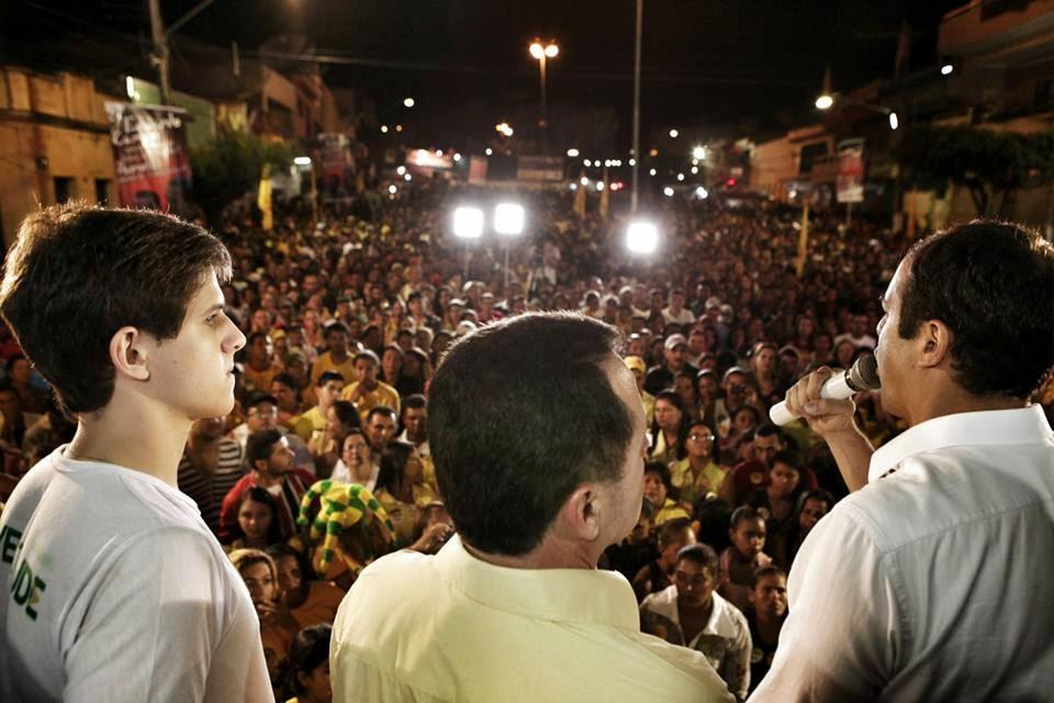 João Campos, Sérgio Miranda e Paulo Câmara em comício em Panelas-PE