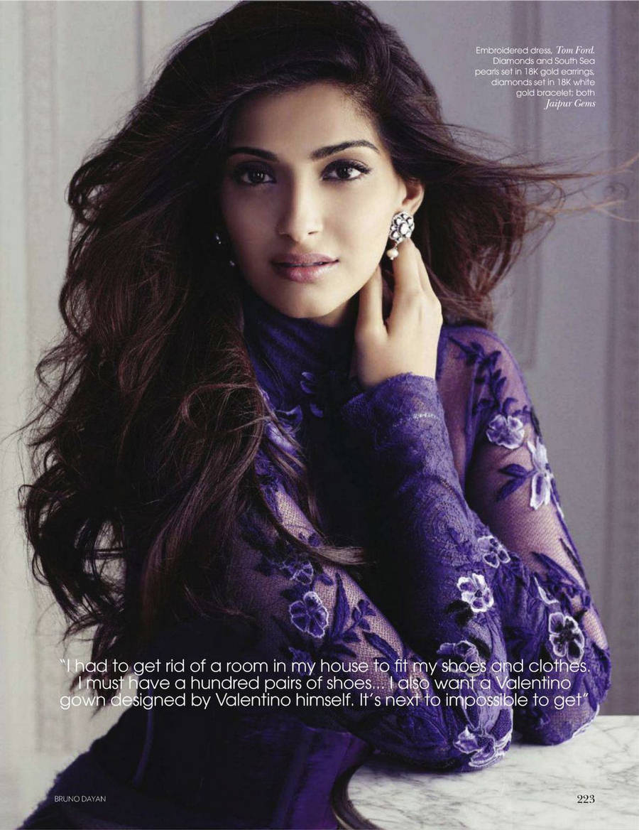 Sonam kapoor new latest wallpapers 2012 in vogue magazine for New fashion wallpaper