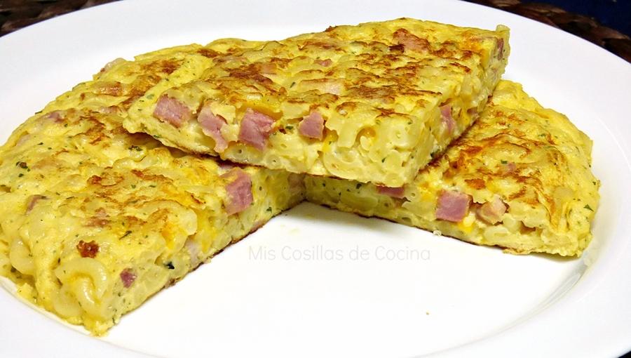 receta tortilla de pasta con beicon y queso