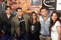 Salman Khan dengan Saudara Saudarinya