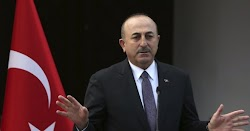 Ο υπουργός Εξωτερικών της Τουρκίας Μελβούτ Τσαβούσογλου επιτέθηκε στους Έλληνες πολίτες με αφορμή το κάψιμο της τουρκικής σημαίας την Παρασ...