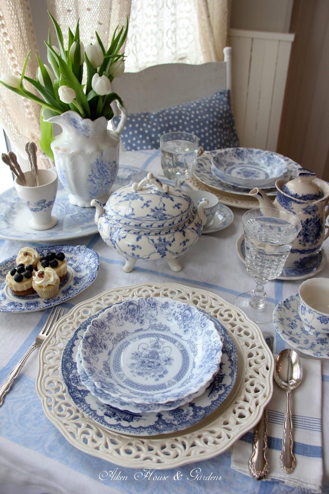 Aiken House & Gardens: Blue & White Transferware Lunch