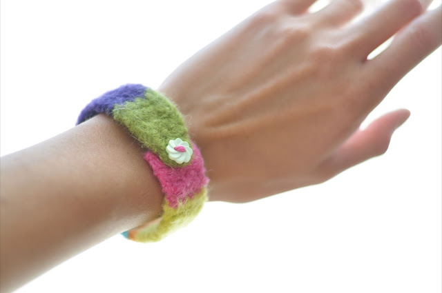 Felted Button Bracelet -- tutorial including quick and simple crochet, felting, buttons and color!