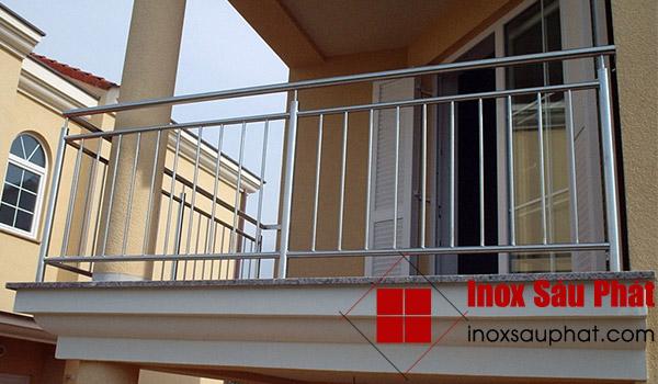 Cửa hàng làm lan can inox cho ban công ở TPHCM