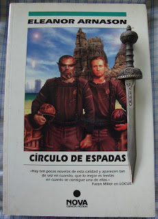 Portada del libro Círculo de espadas, de Eleanor Arnason