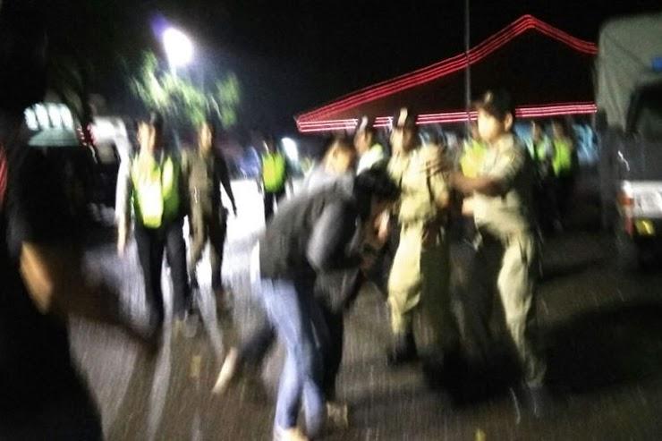 """Liput Unjuk Rasa, Jurnalis """"Metro TV"""" Dianiaya Oknum Polisi dan Satpol PP"""