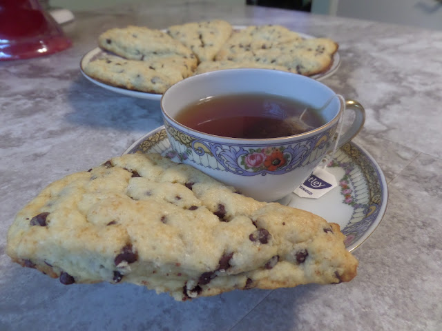 tea and chocolate scones