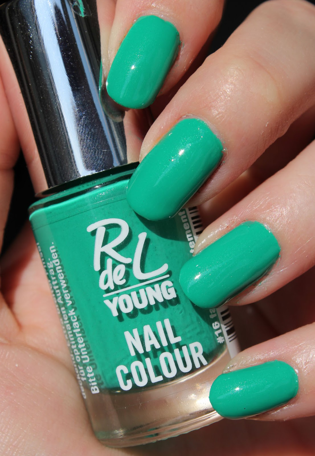 http://lacquediction.blogspot.de/2014/04/rival-de-loop-young-nail-colour-16.html