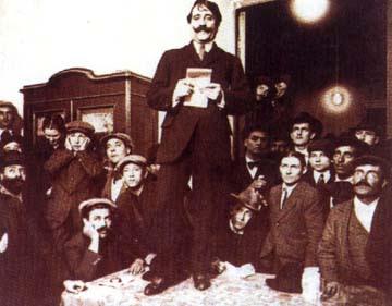 Foto de Alfredo Palacios encima de una mesa
