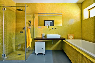 Baño en amarillo