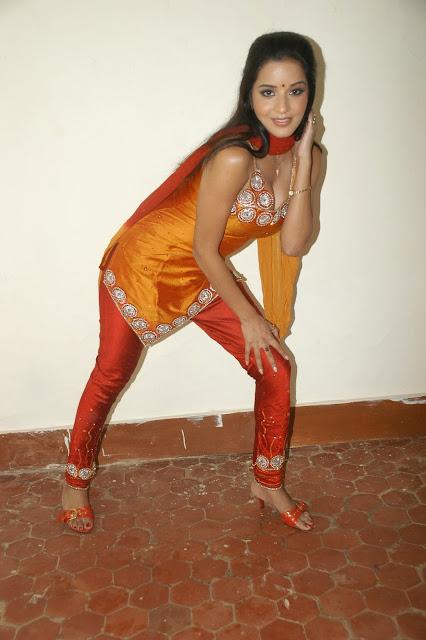 hot bhojpuri actress monalisa photo