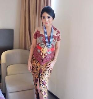 Kebaya Bali Untuk Wisuda