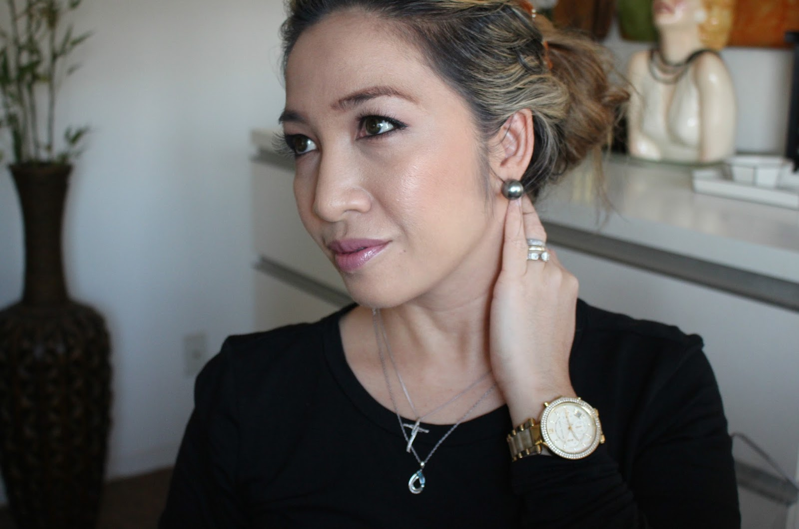 best foundation for oily and combination skin, estee lauder double wear stay in place makeup, diorskin airflash spray foundation,marc jacobs remarcable foundation, make up for ever velvet mat foundation, hourglass immaculate foundation, lancome teinte idole foundation