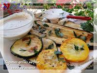 Légumes d'été grillés au four et sauce au sésame (tahin)