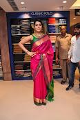Raashi Khanna new glamorous photos-thumbnail-5