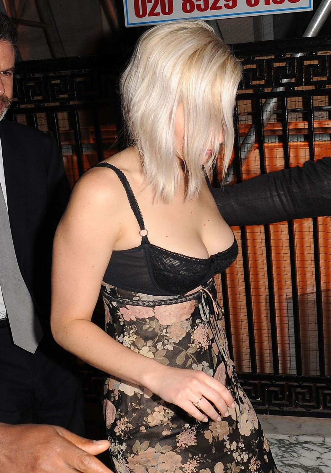 jennifer lawrence sexy cleavage pics 04