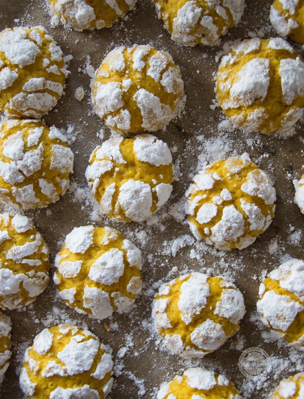 Popękane ciasteczka dyniowe (Pumpkin Crinkle Cookies)