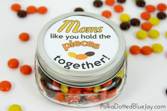 "If you need a quick and easy Mother's Day gift, this printable is the perfect way to tell your mom that ""Moms like you hold the pieces together"""