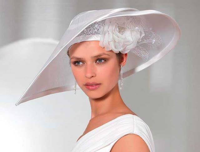 chapéu na igreja católica