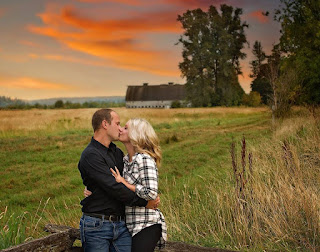 Sexy Couple Kissing 2017, Sunset, Fields