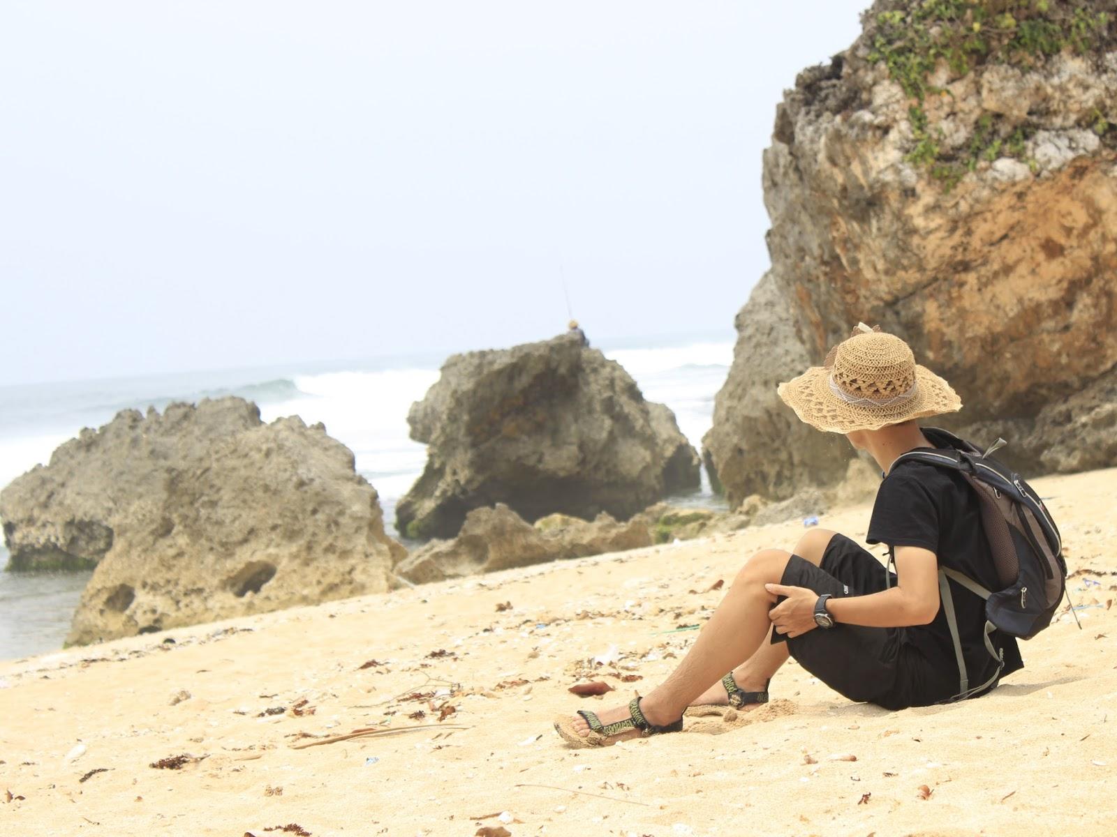 bajak laut topi jerami luffy one piece pantai ngrumput gunungkidul yogyakarta
