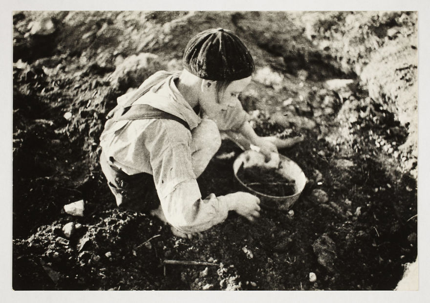 These 32 Pictures Had Been Buried For Years. The Reason Is Heart-Breaking - 1940-1944: A Boy Searching For Food