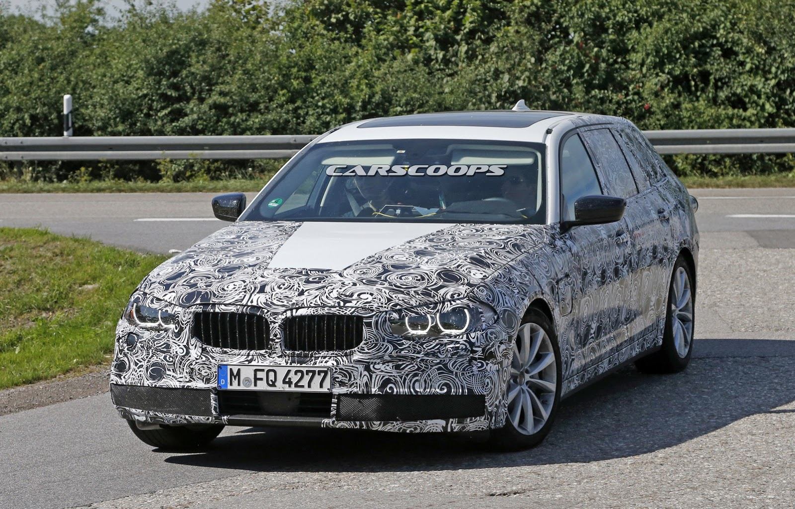 we spy bmw 39 s 2017 5 series with a touring body. Black Bedroom Furniture Sets. Home Design Ideas