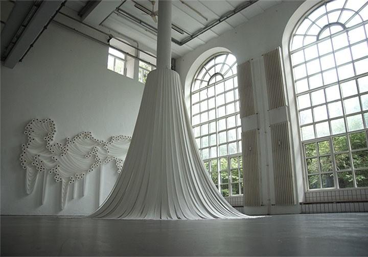 Sakir Gokcebag. Скульптуры из туалетной бумаги 3