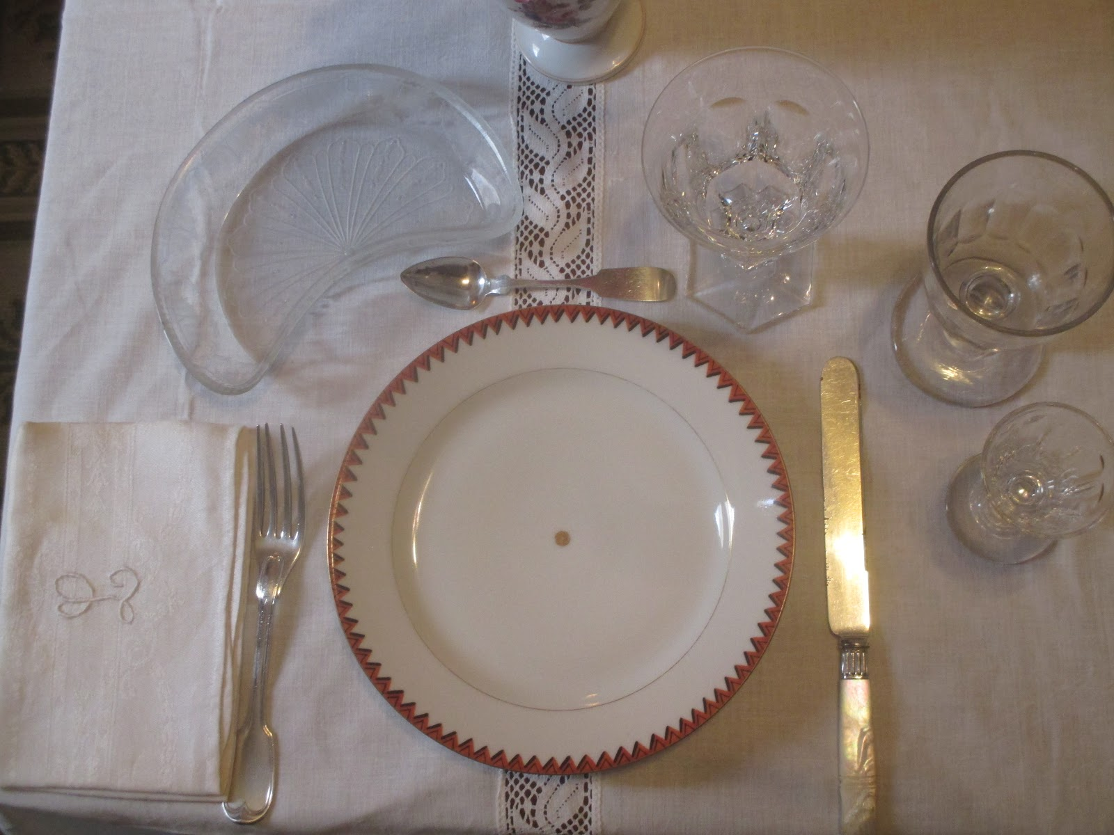 The table setting includes a 1830u0027s Old Paris porcelain plate from a dinner service originally belonging to a early 19th century New Orleans Creole family. & Southern Folk Artist u0026 Antiques Dealer/Collector: Lunch at le ...