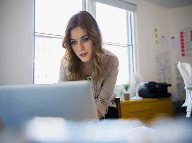 लगभग 50 फीसदी उपभोक्ता ऑनलाइन वीडियो देखते समय उसके 10 सेकंड से ज्यादा रुकने की स्थिति में बंद कर देते हैं.