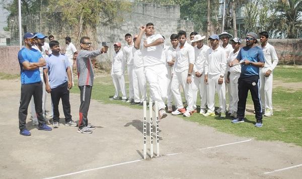 HCA ने तेज गेंदबाजों के लिए मोटिवेशन को जिले को मिली स्पीड गन