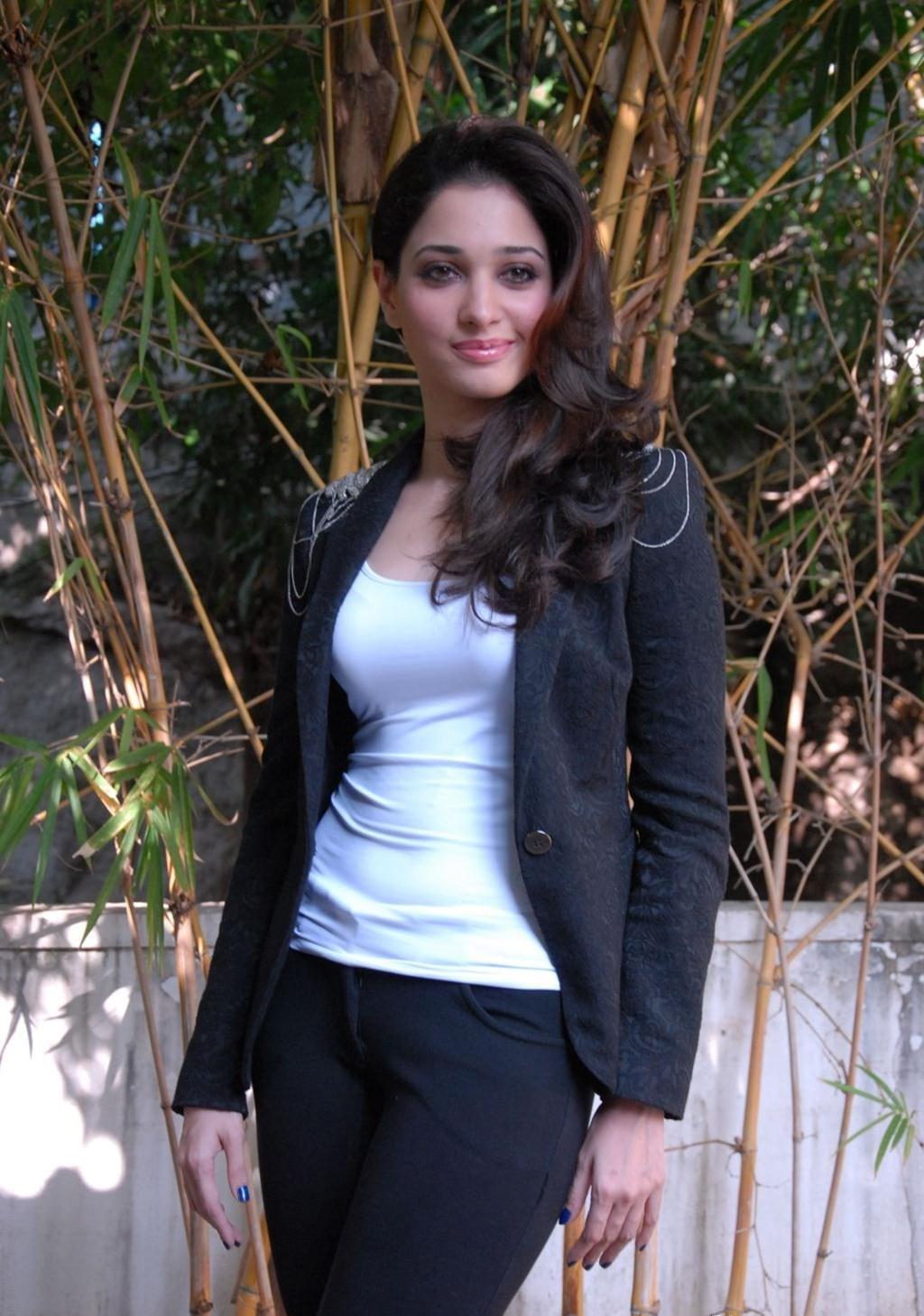 Latest Tamanna In Saree: Actress Tamanna Latest Hot Photo Shoot