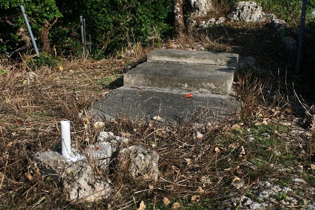 保栄茂グスクの拝所の写真