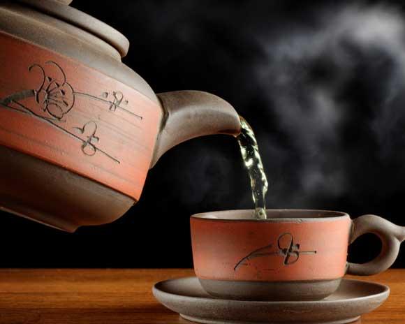 30 г сухого чая; - 1 л воды; - 8 горошин черного перца;