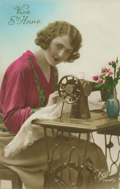 "Cartoline ""Vintage"" - Pagina 3 Vintage%2Bsewing%2Bwoman%2B1"