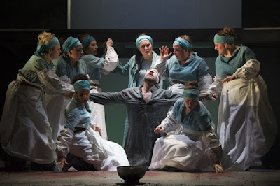Catherine Carby, Grant Doyle & female chorus - Gluck: Iphigenie en Tauride - English Touring Opera - photo Richard Hubert Smith