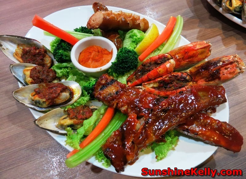 Pork sperity CNY, Porkalicious Joy Luck Set, chicago rib house, 1 Utama food, signature platter,  juicy spare ribs, pork sausage, grilled fresh water prawns, grilled mussels and vegetable sticks, creamy cheese dip