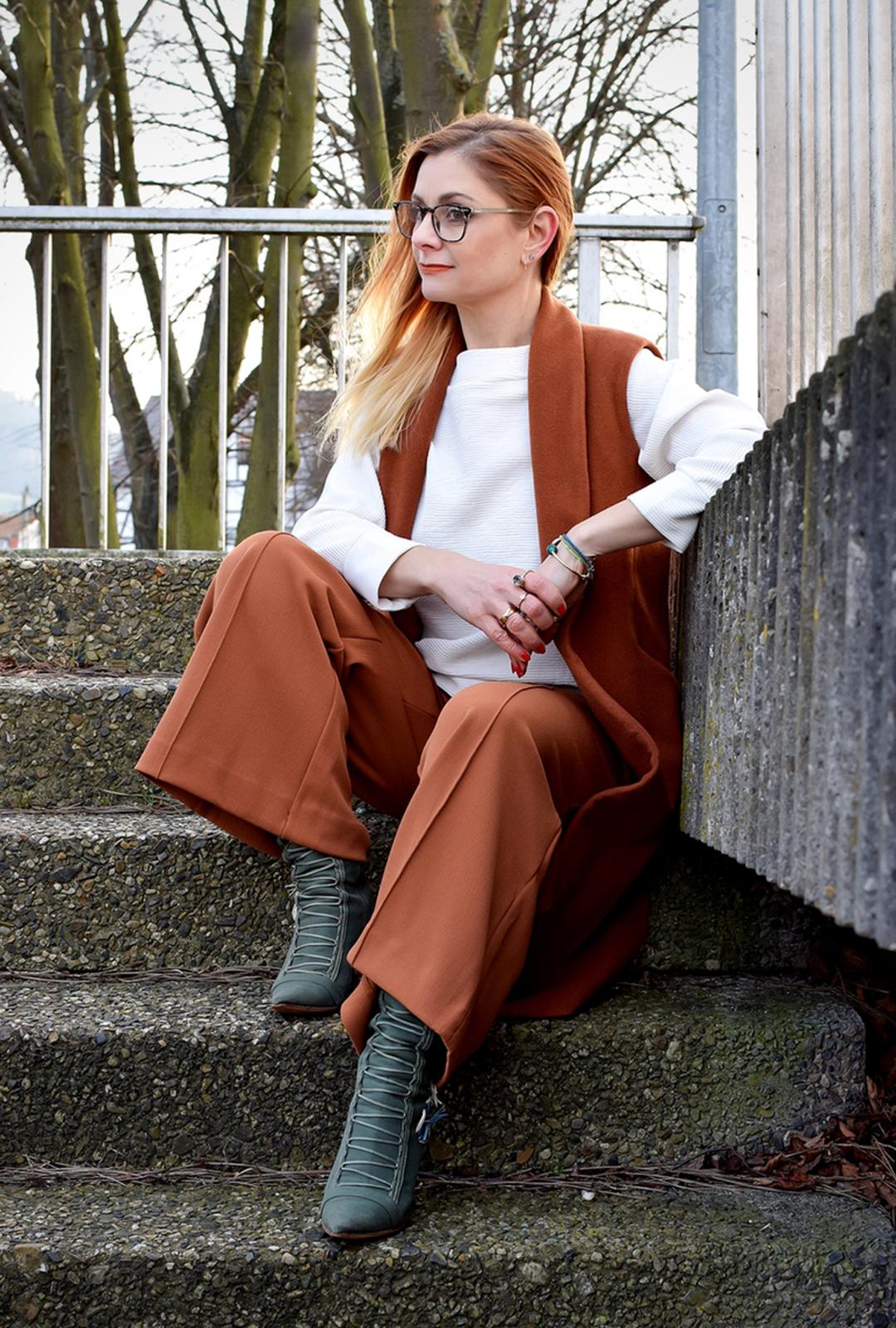 weite Hosen richtig stylen, weit zu weit tragen, Mode für Frauen über 40