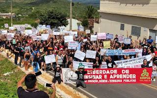 Estudantes protestam em Cuité contra corte de verbas da educação