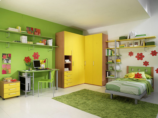 Tiny bed in the yellow green bedroom