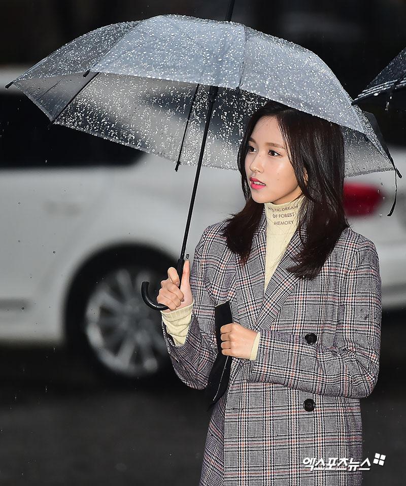 Картинки по запросу twice mina in the rain