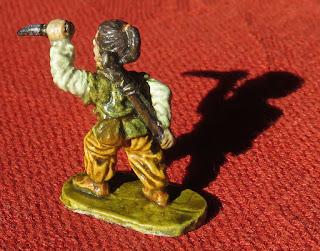 figurine d'assassin de trois-quarts arrière