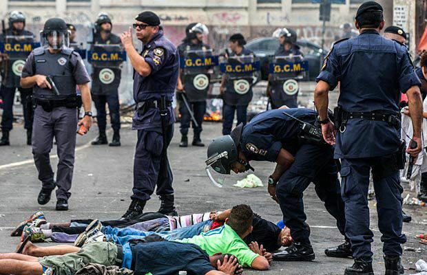 GCM e PM entram em confronto com drogados na Cracolândia em São Paulo